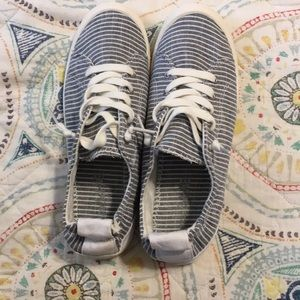 American Eagle slip on tennis shoes